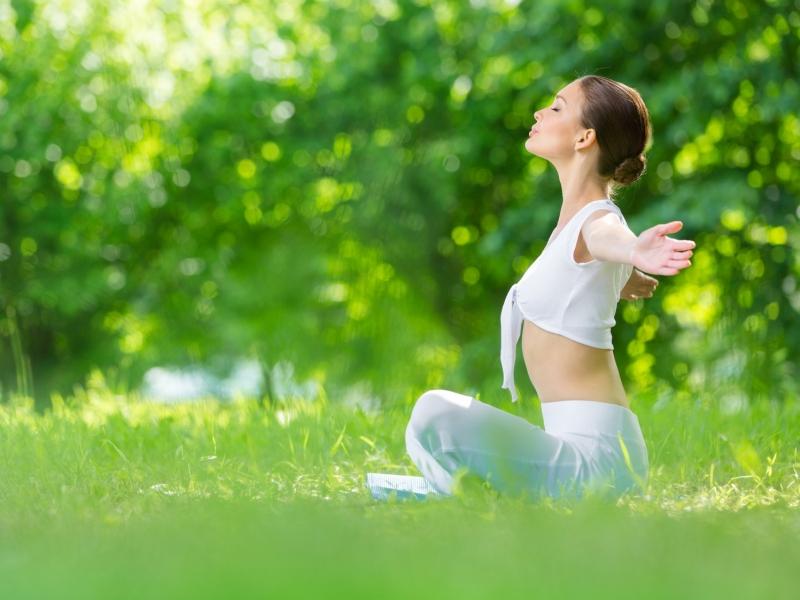 呼吸が浅いと疲れやすい!体が軽くなる呼吸法とは?