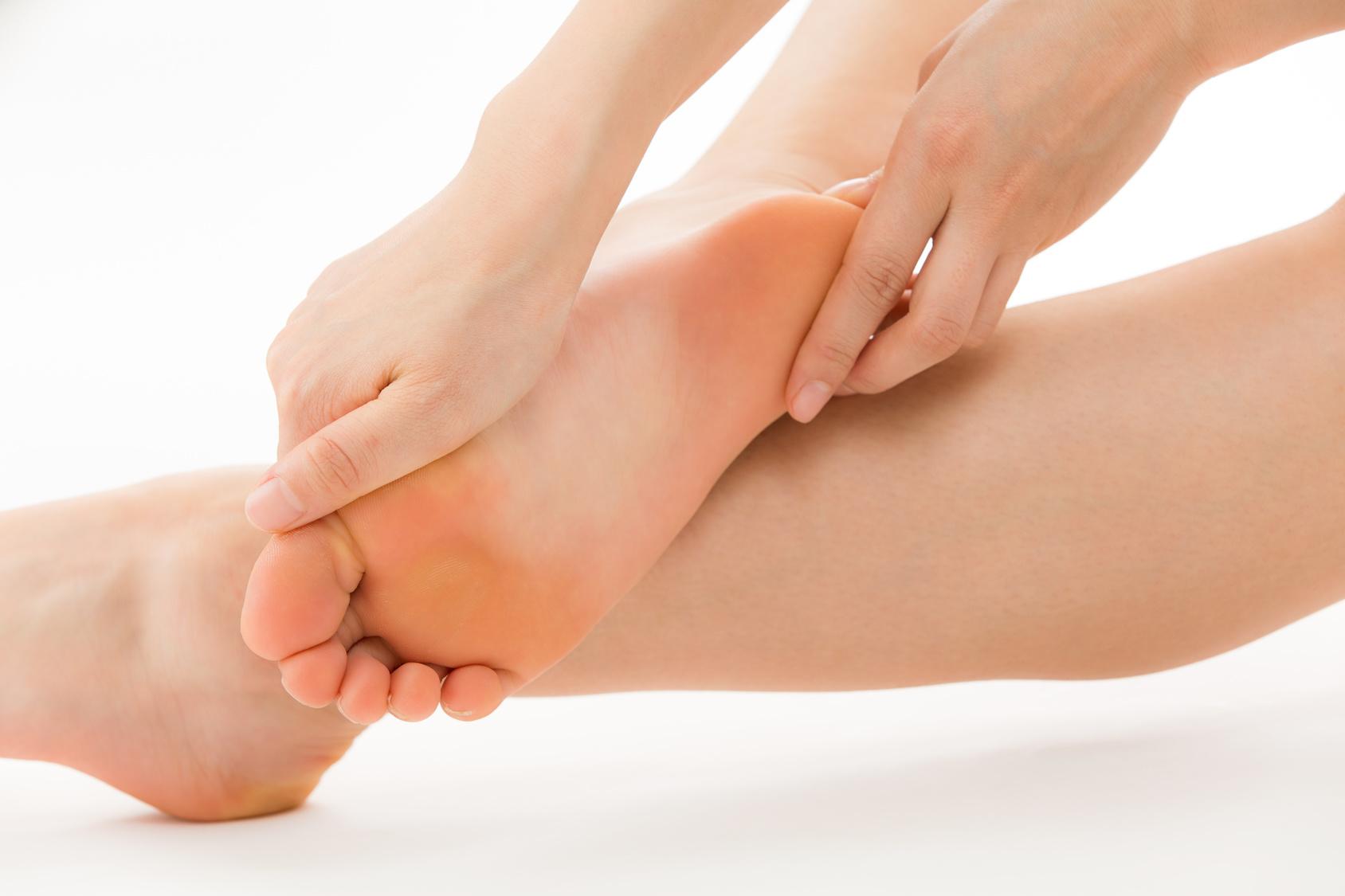 足を温める♪冷え予防リフレクソロジーの方法