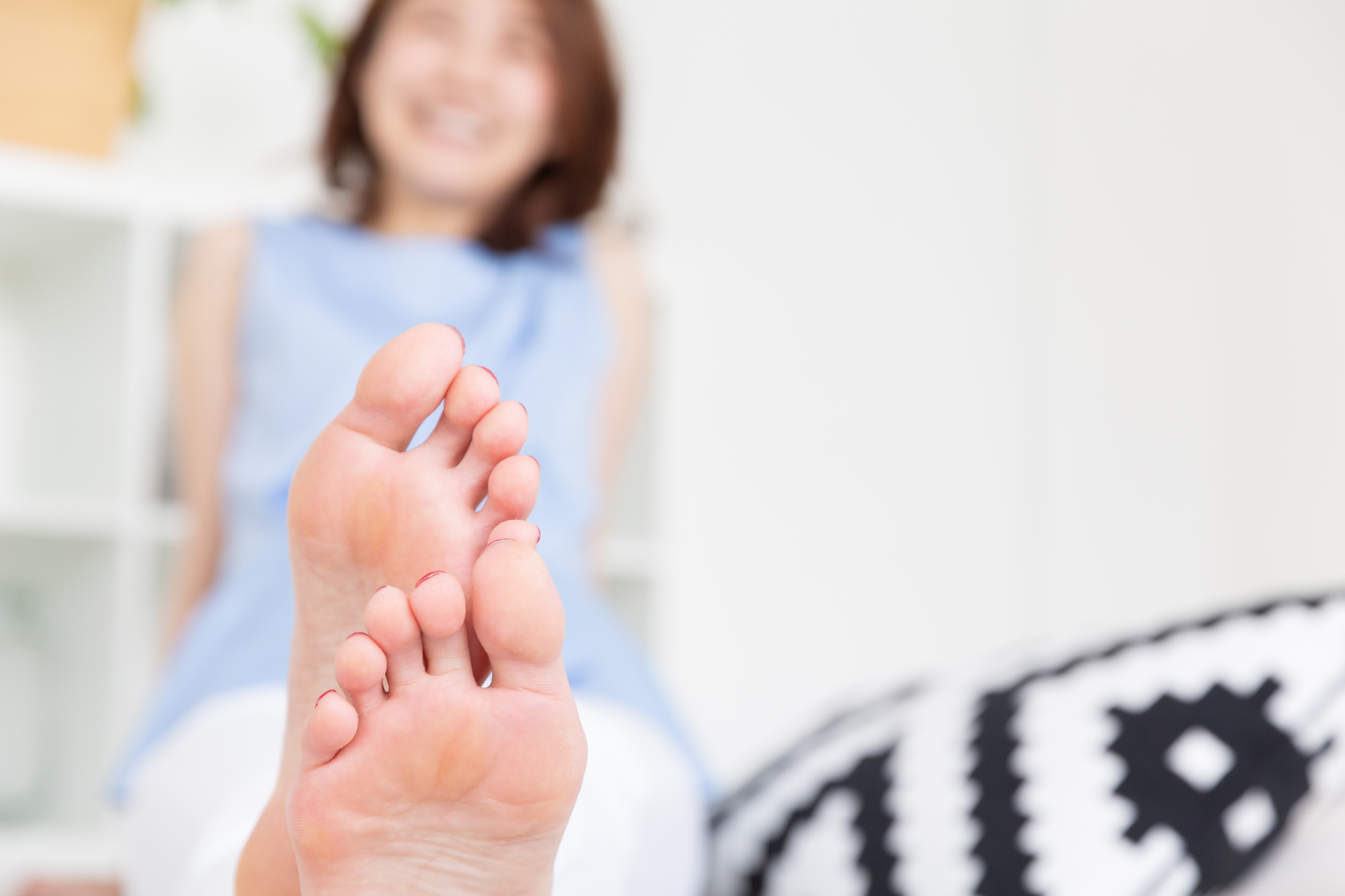 便秘の予防に!足裏を刺激して腸の調子を整える